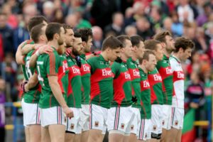 the-mayo-team-stand-for-the-national-anthem-7-752x501